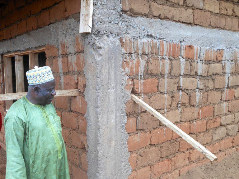 Maimo op de werkplaats in Mbah